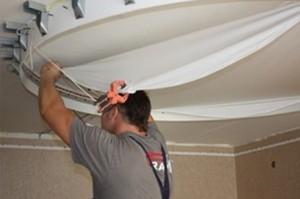 31 300x199  Демонтаж натяжного потолка при ремонте
